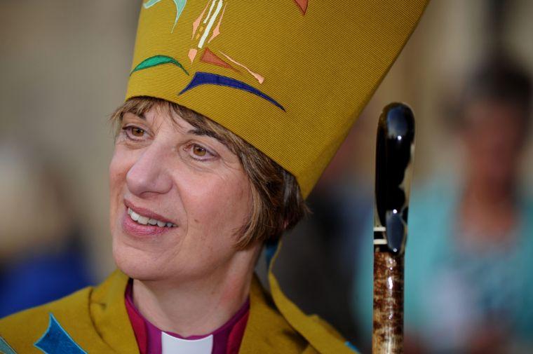 Θεία Ευχαριστία για ομοφυλόφιλους με γυναίκα Επίσκοπο!