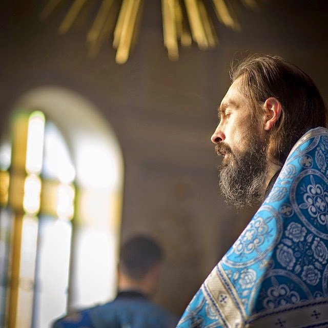 """Γνωρίζετε τι σημαίνει """"Ευλογείτε"""" όταν το λέτε στον ιερέα;"""