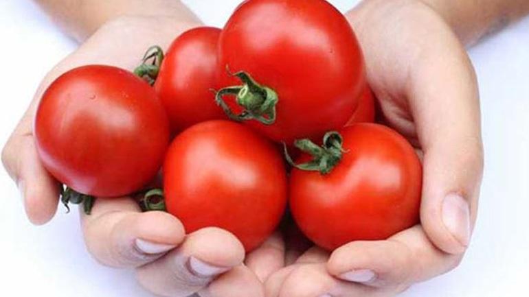 Γιατί δεν πρέπει να ξεφλουδίζουμε την ντομάτα!