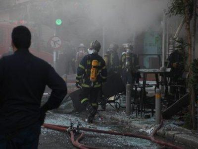 Πλατεία Βικτωρίας: Μία νεκρή και έξι τραυματίες από την έκρηξη σε καφέ (βίντεο)