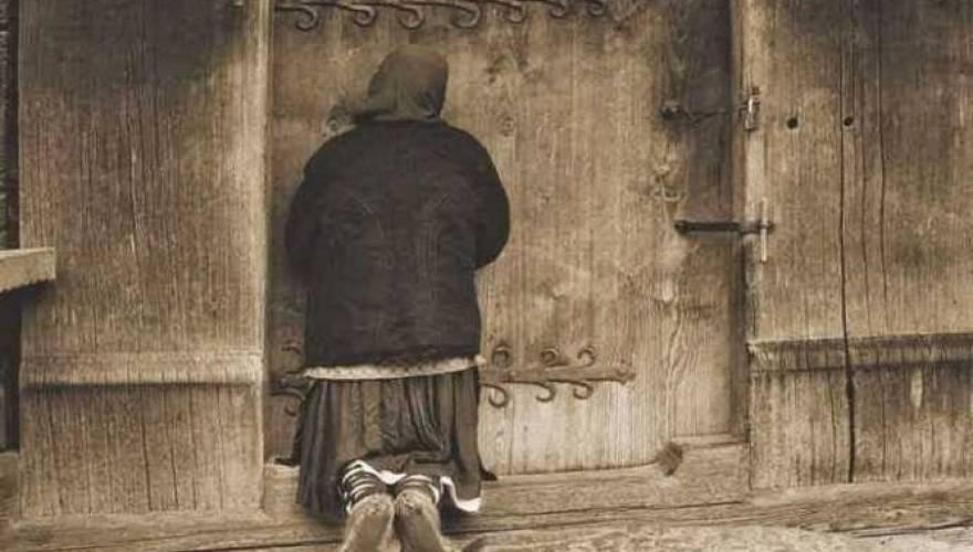 Στις δώδεκα τα μεσάνυχτα χτύπησαν την πόρτα…ήταν ένας Ιερέας