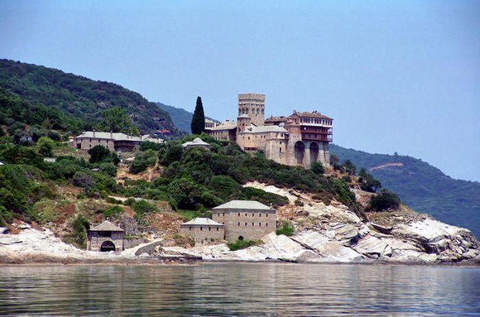 Άγιον Όρος: Παρατείνεται η αναστολή των προσκυνηματικών επισκέψεων