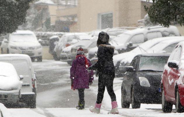 Καιρός: Χιόνια και πολικό ψύχος σε όλη τη χώρα