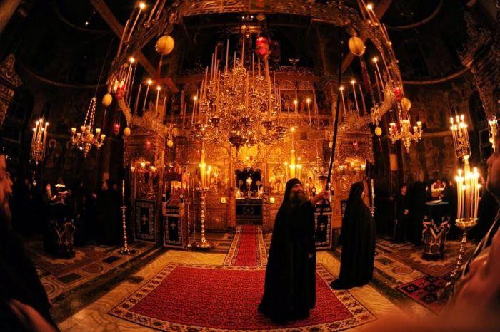 Άγιο Όρος: Ολονύχτια αγρυπνία για τον εορτασμό των Χριστουγέννων