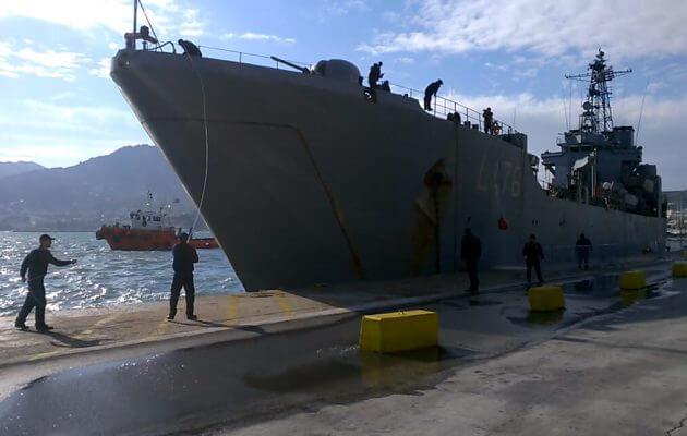 Στη Μυτιλήνη το αρματαγωγό «Λέσβος» για τους πρόσφυγες (βίντεο)