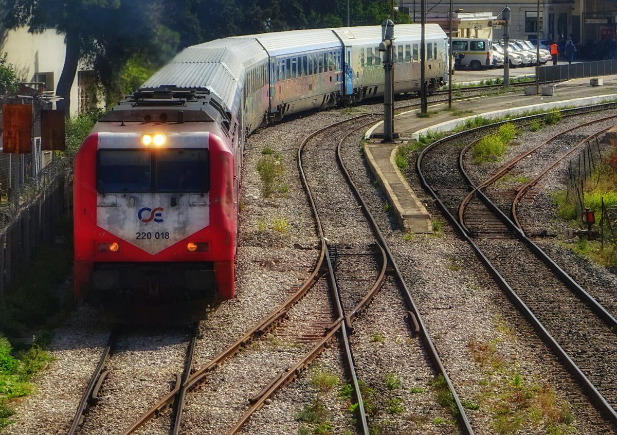 Περισσότεροι από 200 επιβάτες έχουν εγκλωβιστεί σε αμαξοστοιχία του ΟΣΕ στο δρομολόγιο Θεσσαλονίκη-Αθήνα