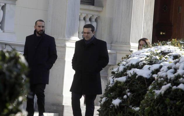Σε θέσεις μάχης για Κυπριακό και αξιολόγηση: Το τριπλό ταμπλό