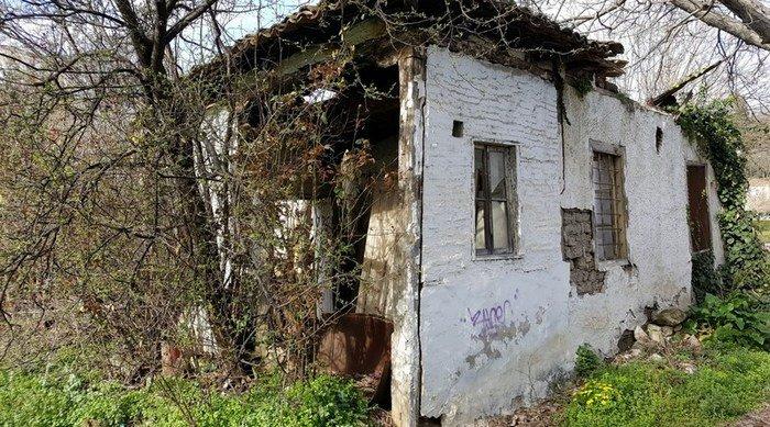Κατέρρευσε το σπίτι που γεννήθηκε στα Τρίκαλα o Άγιος Εφραίμ…