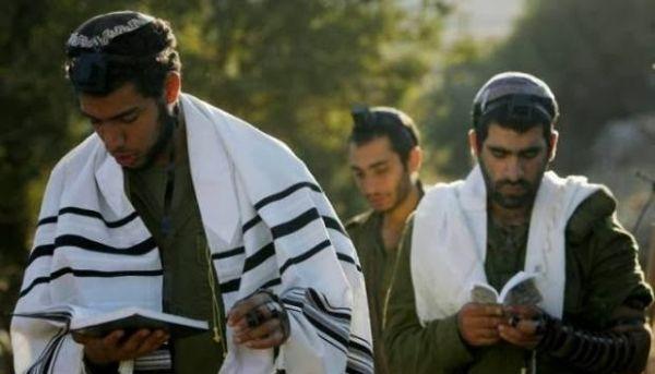 Ένας Εβραίος αποφάσισε να γίνει Χριστιανός και θέλησε να εξετάσει τις εκδοχές του χριστιανισμού για να επιλέξει.
