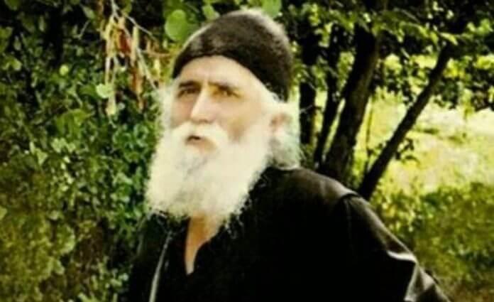 Άγιος γέροντας Παΐσιος- Θαύμα: Εμφανίστηκε ως ζητιάνος…