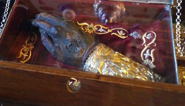 Στα Χανιά το άφθαρτο χέρι του Αγίου Γρηγορίου στον Ιερό Ναό του Αγίου Χριστοφόρου