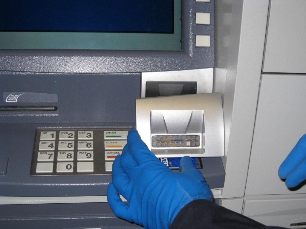 ΠΡΟΣΟΧΗ: Έτσι κλέβουν το PIN σας στα ΑΤΜ