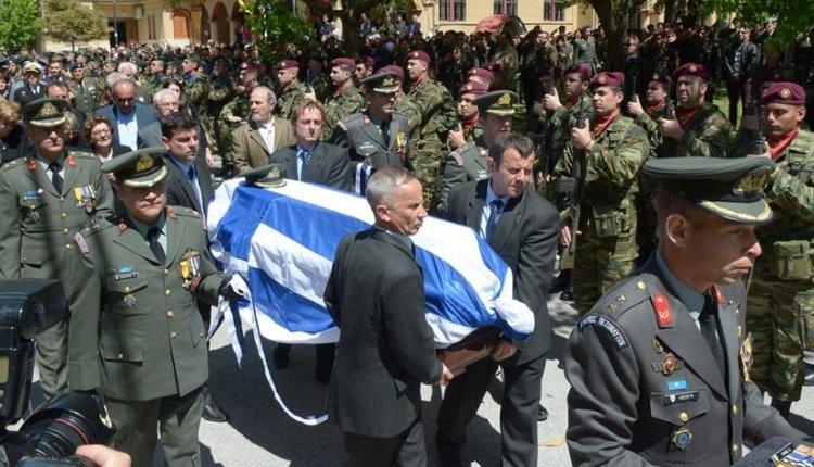 Ράγισαν καρδιές στην κηδεία του κυβερνήτη του μοιραίου ελικοπτέρου