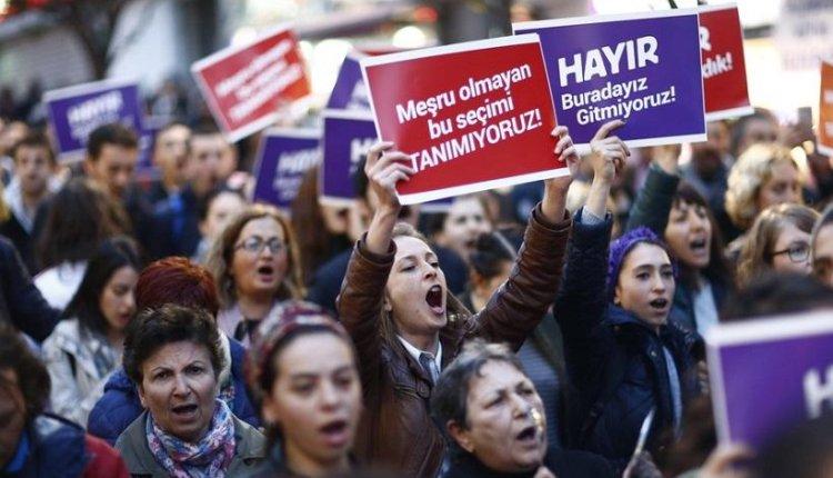 Σύλληψη δημοσιογράφου που αμφισβήτησε τη νομιμότητα του «Ναι» στην Τουρκία