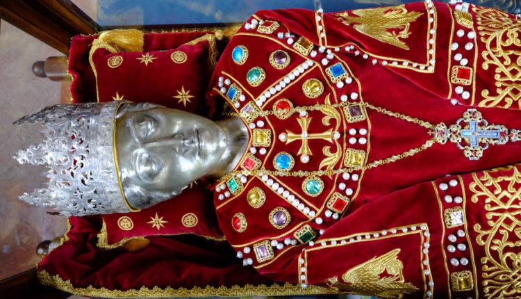 Θαύμα Αγίας Ελένης: Μαρτυρίες πιστών που σπεύδουν να προσκυνήσουν το σκήνωμά της