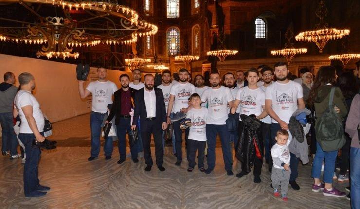 Πρόκληση: Την απαγόρευση εισόδου στην Αγιά Σοφιά με παπούτσια ζητούν οι Τούρκοι