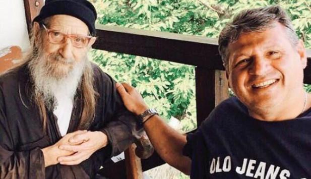 O γιατρός των μοναχών του Άθωνα «μαρτυρεί» το μυστικό της υγείας τους