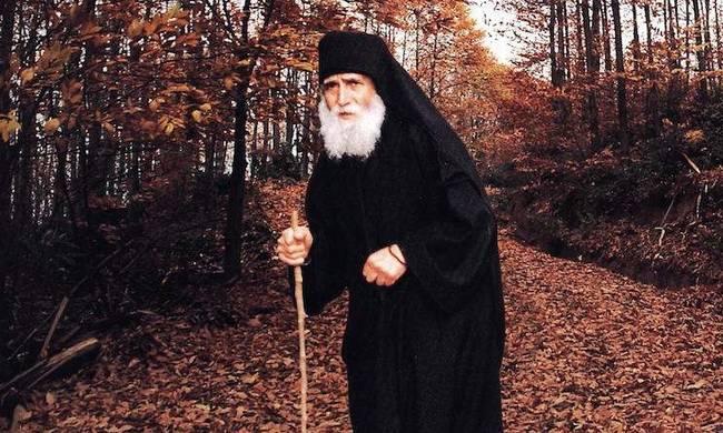 Άγιος Παΐσιος:Οι κοσμικοί έχουν τη σουηδική γυμναστική και οι μοναχοί τις μετάνοιες!
