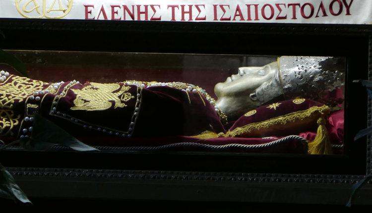 Η τελετή παράδοσης του Τιμίου Ξύλου και του Ιερού Λειψάνου της Αγίας Ισαποστόλου Ελένης στην Εκκλησία της Ελλάδος