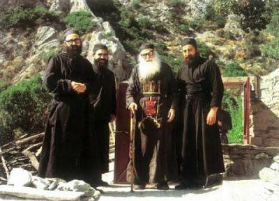 Γέροντας Εφραίμ Κατουνακιώτης:Θεολόγος είναι αυτός που ομιλεί με τον Θεό και όχι ο σπουδάσας θεολογία…