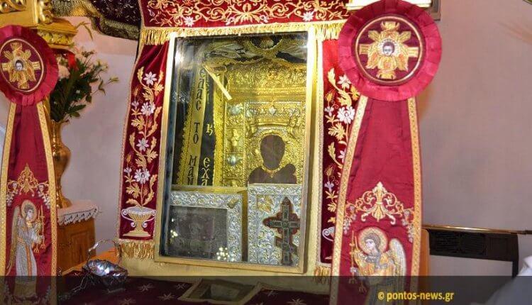 Για ποιο λόγο υπάρχει μια μικρή κούνια δίπλα από την εικόνα της Παναγίας Σουμελά;