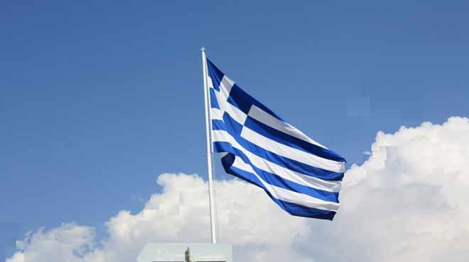 Καταστρέφει τις εθνικές μας αξίες ο ΣΥΡΙΖΑ: Αφαιρούν τον σταυρό από την ελληνική σημαία;