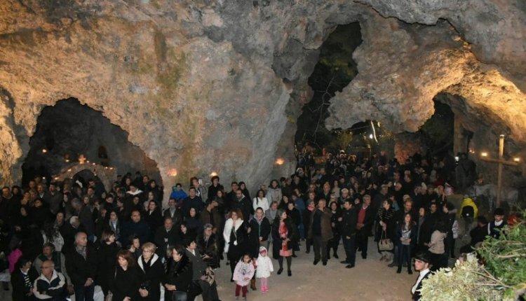 3.000 πιστοί στη Λειτουργία στο σπήλαιο της Μαραθοκεφάλας