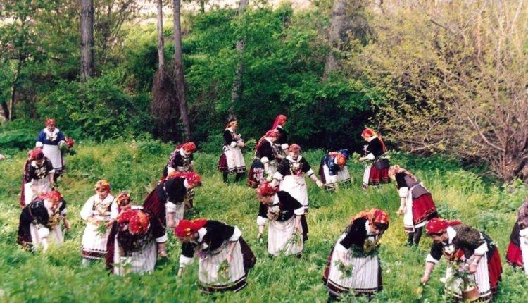 Οι «Λαζαρίνες» και τα «Πασχαλόγιορτα», δύο έθιμα που ξεχωρίζουν το Πάσχα