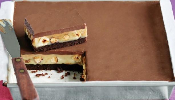 Πανεύκολο γλυκό ψυγείου με καραμέλα και σοκολάτα
