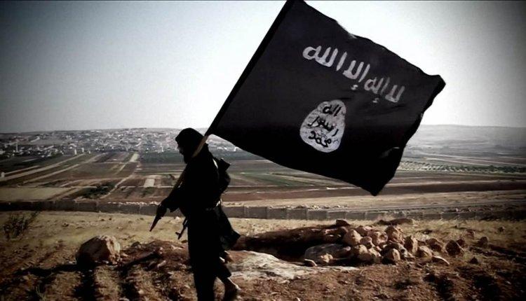 Ασχημη εξέλιξη: Υψώθηκαν σημαίες των τζιχαντιστών του ISIS στην καρδιά της Αθήνας….