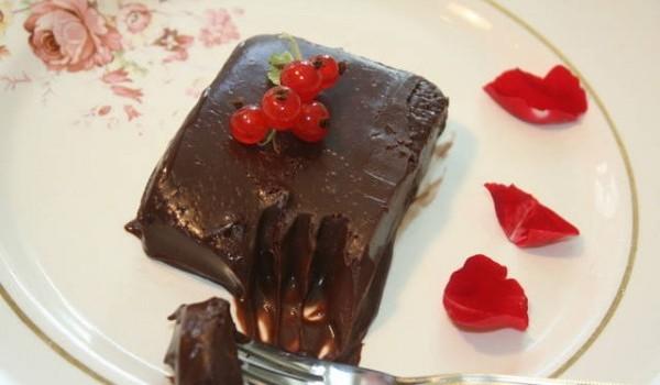 Σοκολατένιο γλυκό ψυγείου με 3 υλικά -Έτοιμο σε 5 λεπτά