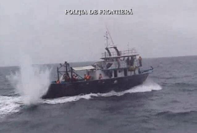 Δείτε τι σημαίνει αναχαίτιση σκάφους εντός χωρικών υδάτων από την ακτοφυλακή (βίντεο)
