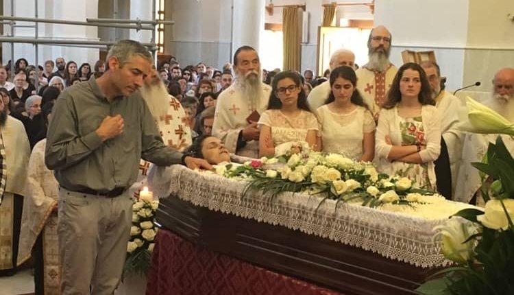Αυτό που μου έκανε εντύπωση και θέλησα να το μοιραστώ μαζί σας είναι η στάση του πατέρα και των μεγάλων παιδιών της οικογένειας της Μαρίας…