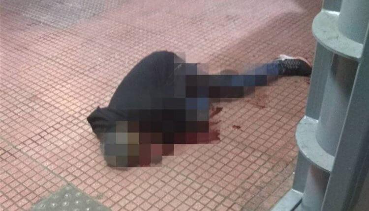 Στα ύψη η βία από τους μετανάστες – Σφαγή στο κέντρο της Αθήνας – Του έκοψε τον λαιμό μπροστά στους περαστικούς