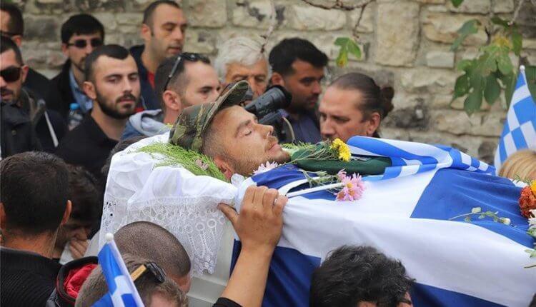 Aθάνατος! – Στην τελευταία του κατοικία ο ήρωας Κ. Κατσίφας – 3.000 Έλληνες είπαν το τελευταίο αντίο στον εθνομάρτυρα