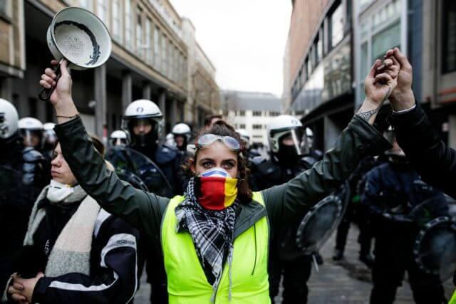 DW: «Ελλάδα, η χώρα των διαδηλώσεων»