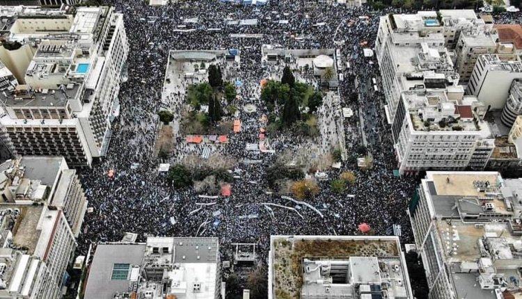 Αυτά έγιναν:Αντιεξουσιαστές χτυπούσαν διαδηλωτές – Δεν έστειλαν ΜΑΤ παρά τις κλήσεις στο 100