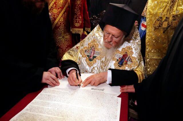 Στο Αγιο Ορος γράφτηκε ο πάπυρος για την ίδρυση της νέας Εκκλησίας της Ουκρανίας