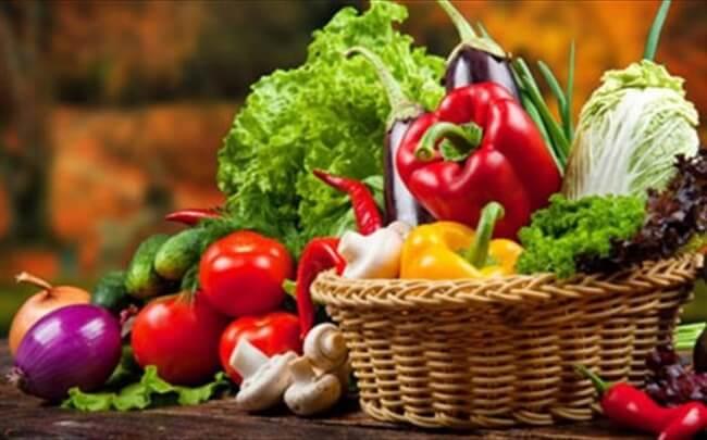 Φάτε  αυτά τα ωμά 10 φρούτα και λαχανικά και θα ανέβει η ψυχολογία σας!