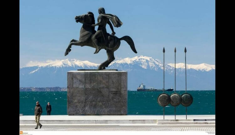 """Κάλεσμα πολιτών: «Την 25η Μαρτίου θα τραγουδάμε στα μούτρα των """"επισήμων"""" το """"Μακεδονία Ξακουστή""""»"""