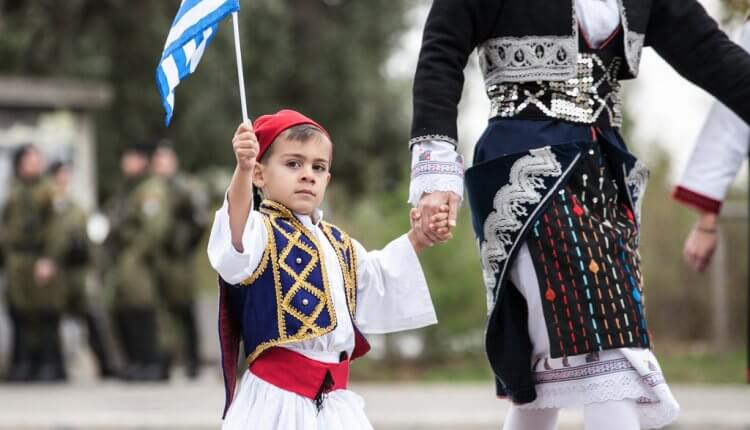 Βροντοφώναξαν το «Μακεδονία Ξακουστή» σε όλη την Ελλάδα. Στη Βέροια τα «έχασε» ο κυβερνητικός Υπουργός