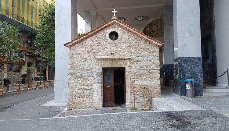 Το μυστικό που κρύβει το εκκλησάκι που βρίσκεται στο παλιό κτίριο του Υπουργείου Παιδείας