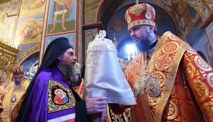Αγιορείτης Ιερομόναχος αποχώρισε από Θ. Λειτουργία που συμμετέχει Ιεράρχης της Ουκρ. Αυτοκεφαλίας