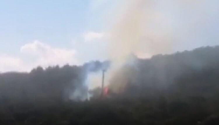 ΕΚΤΑΚΤΟ-Φωτιά στην Καράβα από άνδρες των ΜΑΤ