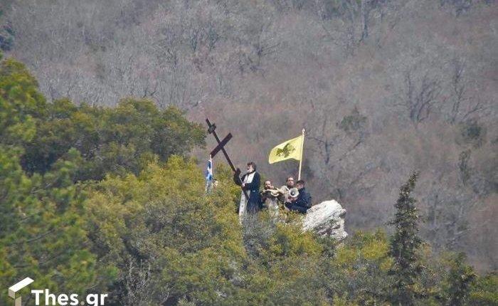 Κυριακή της Σταυροπροσκυνήσεως: Ιερείς ανέβηκαν σε βουνό και λειτούργησαν(ΕΙΚΟΝΑ)