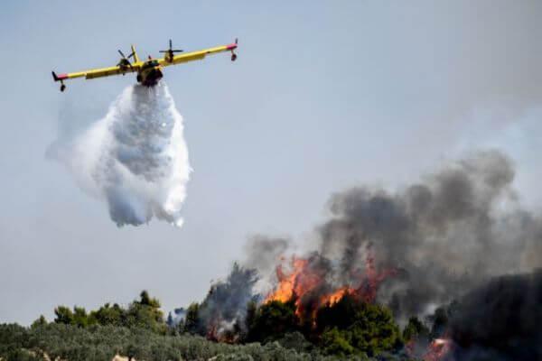 EKTAKTO: Κεχριές: Εκτός ελέγχου η φωτιά – Εκκενώνεται ο οικισμός Δράσσα
