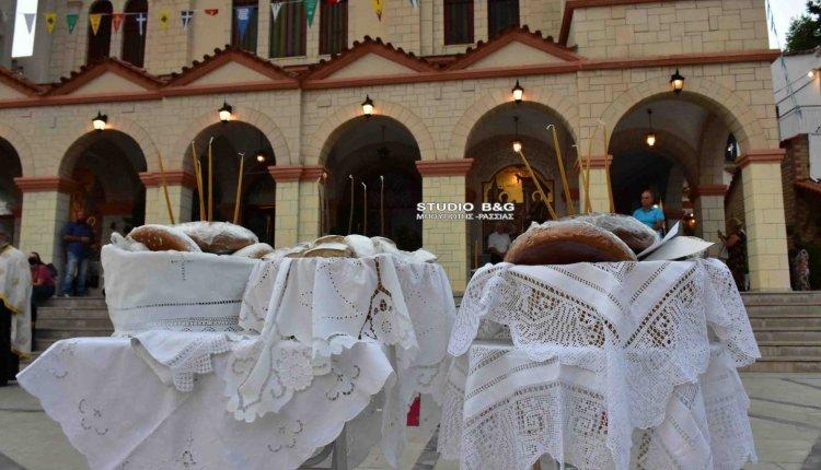 Εκατοντάδες φανουρόπιτες στη μνήμη του Αγίου Φανουρίου στο Ναύπλιο