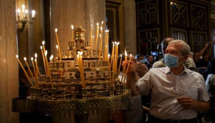 Γιατί ο κορωνοϊός μετατρέπεται από ίωση σε πολεμική εναντίον της Εκκλησίας;