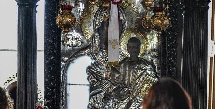 Μυροβλύζει η Παναγία η Οδηγήτρια – Συρρέουν οι πιστοί στον Ι.Ν. Αγίου Αθανασίου
