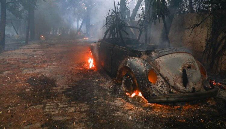 Καταγγελία – «βόμβα»: «Είδα άνδρες ντυμένους αστυνομικούς να βάζουν φωτιά»